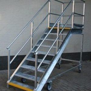 Escaliers galvanisés - Longueur de la plate-forme 1000 mm - Larguer de la plate-forme 1000 mm
