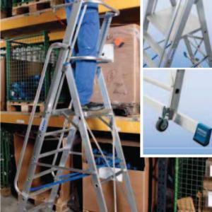Professionele trapladder met toprail, veiligheidsketting, leuningen en groot platform